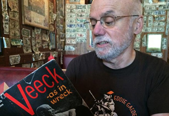 Tom Keefe will receive an award at the Baseball Reliquary in Pasadena, Calif., for being the nation's top baseball fan.